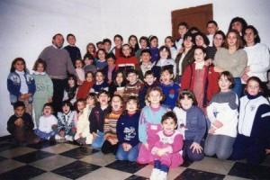 PT Grup de catequiesi, amb el rector Miquel Company (a l'esquerra, amb barba) 1996 (c)JMJ