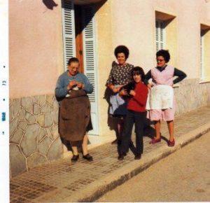 0a-canyelles-montserrada-margalida-capella-montse-i-antonia-1973