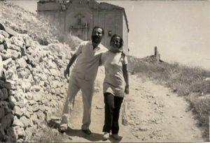 ts-70-9-amb-la-seva-dona-aina-montaner-a-corbera-dia-de-sant-pere-de-1970