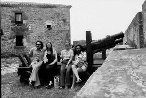 ts-79-6-a-sant-sebastia-agost-1979-amn-aina-montaner-la-seva-primera-dona-i-uns-amics