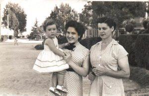0 a Canyelles Dumas, Antònia; la padrina jove, Antònia; i Catalina Dumas a Vàlenc - copia